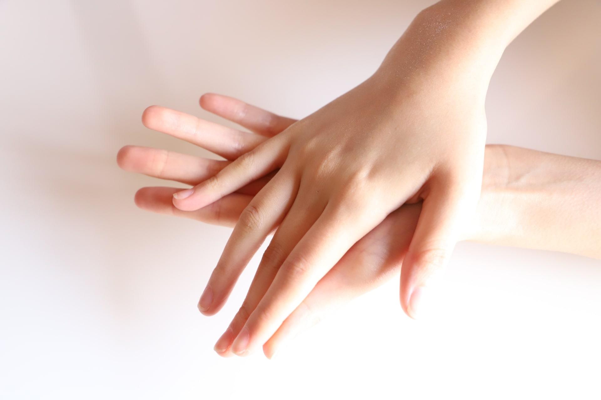 習慣にできそうなハンドケアで手を労わってあげましょう!