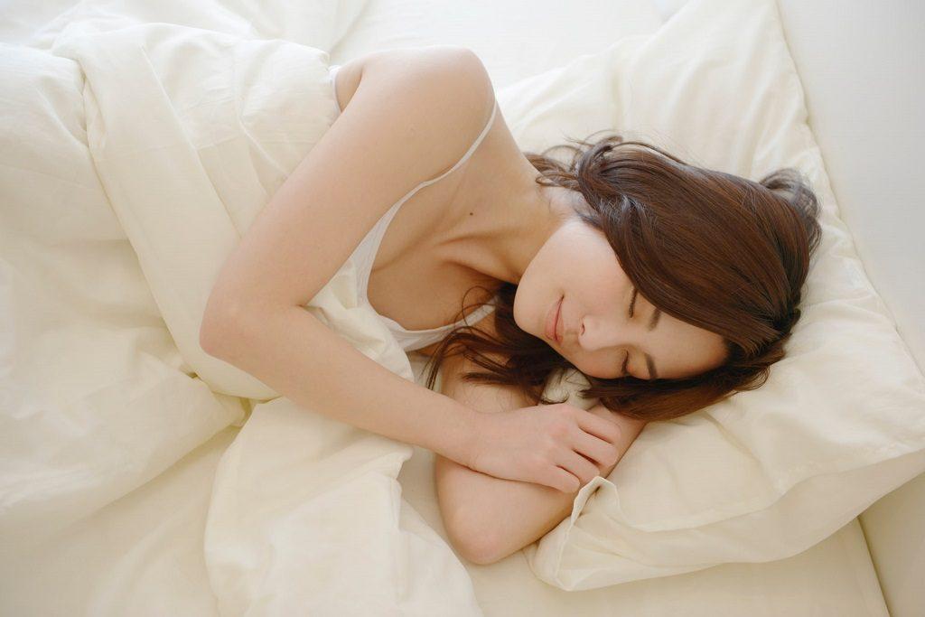 睡眠不足も女性の薄毛の原因に?