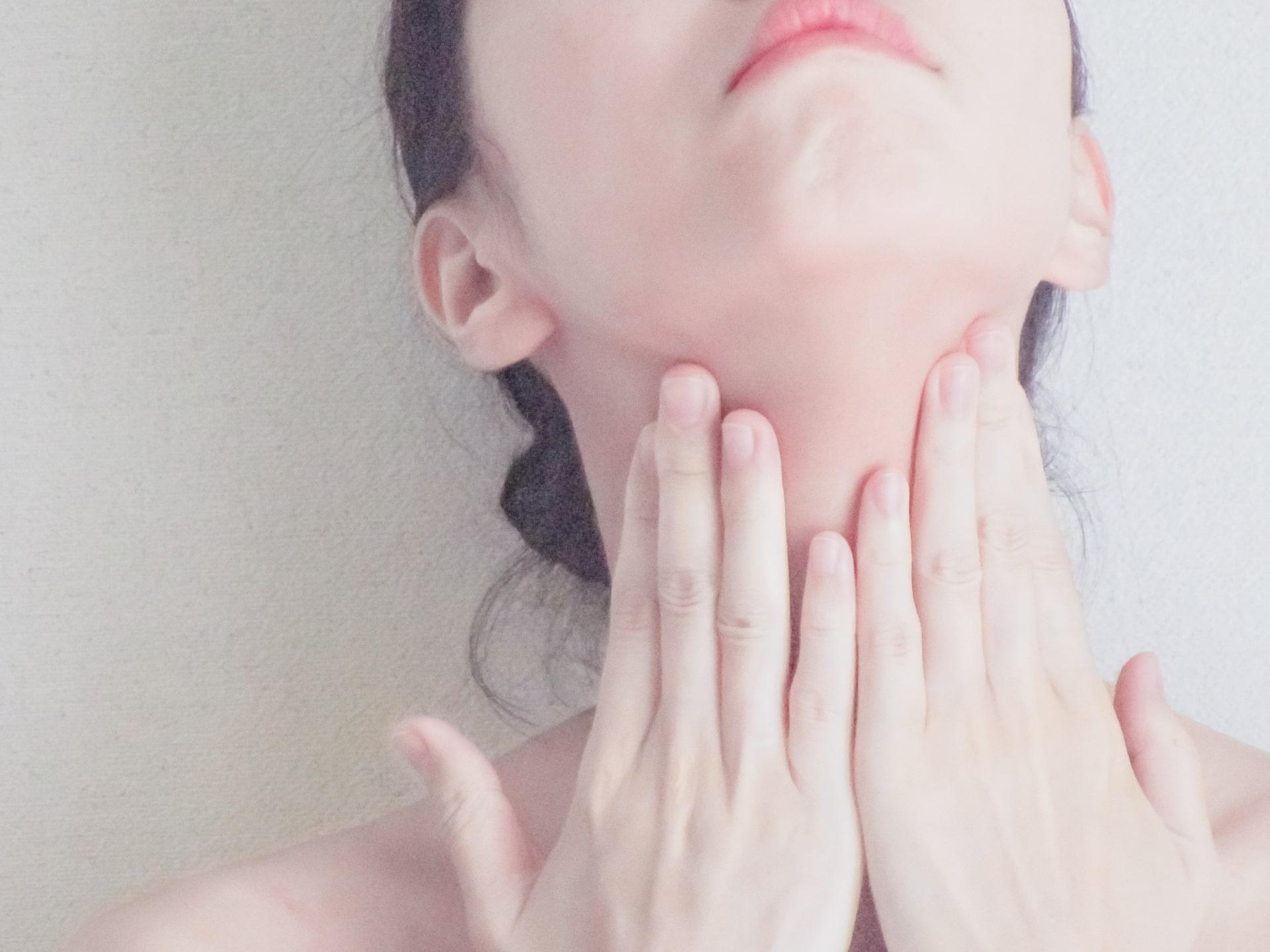 美しい首は美人に魅せます!基本のネックケアのご紹介