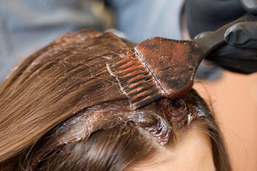 女性の薄毛とカラーリングの関係とは
