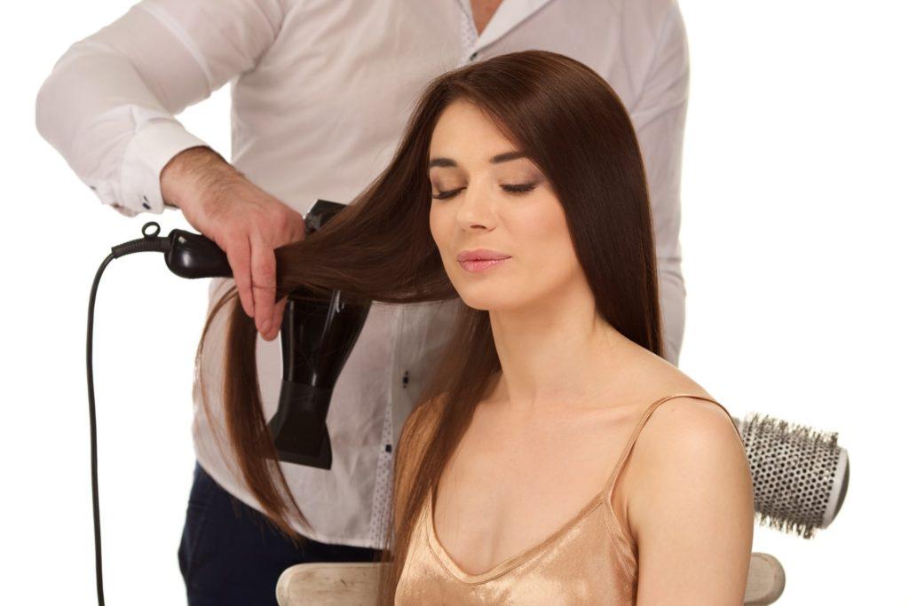 髪の乾かし方で美しい髪に導く!